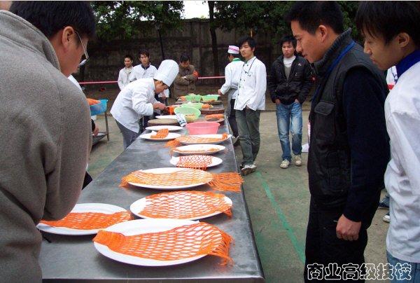 瞧一瞧:用红萝卜切出来的鱼网