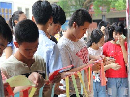 广西商业高级技工学校举办新生游园活动,学子嗨翻天
