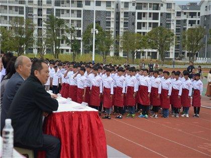 广西商业高级技工学校举行2017级新生军训会操表演